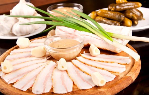 Картинка фото, еда, лук, огурцы, чеснок, сало, мясные продукты