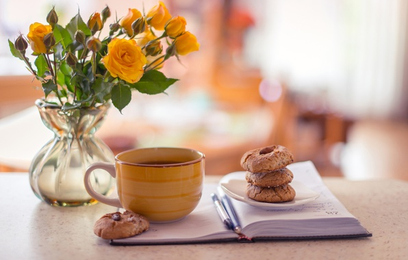 Картинка чай, кофе, розы, желтые, печенье, чашка, блокнот, ваза, ручки, выпечка