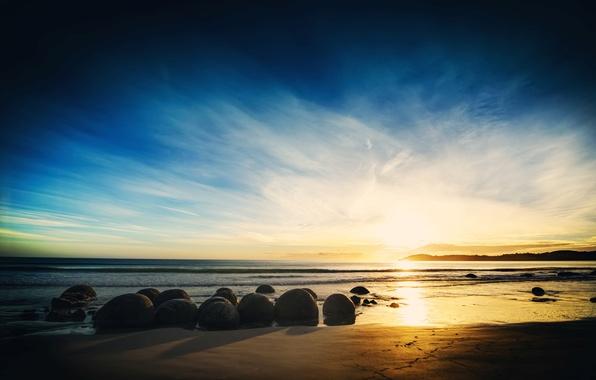 Картинка песок, море, небо, вода, облака, пейзаж, закат, природа, камни, фон, widescreen, обои, горизонт, wallpaper, широкоформатные, …