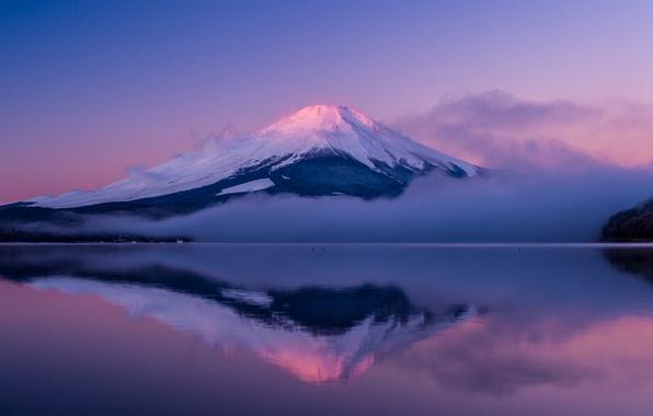 Картинка небо, облака, туман, озеро, отражение, остров, гора, вечер, Япония, Фудзи, Хонсю, Фудзияма, сиреневое