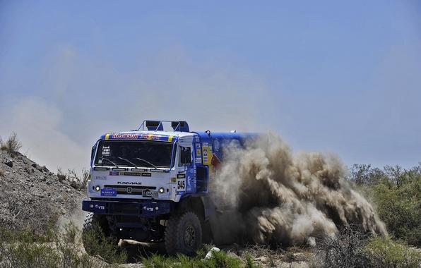 Картинка песок, небо, камни, скорость, пыль, поворот, занос, грузовик, россия, кусты, kamaz, russia, Камаз, дакар, dakar, …