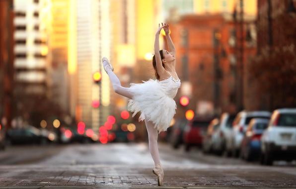 Фото обои девочка, балерина, танец, tiny dancer, улица