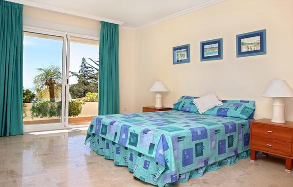 Картинка дизайн, лампа, интерьер, окно, картины, занавески, подушка, балкон, спальня, тумба, красивый вид, голубое белье