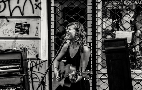 Фото обои singing, music, singer, musician, piano, stage, guitar street stage, urban scene