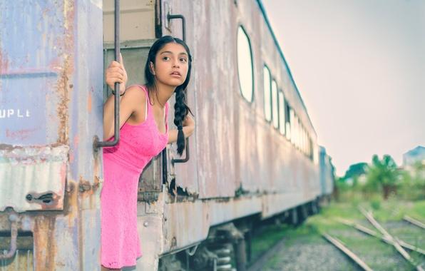 Картинка взгляд, девушка, вагон, коса, в розовом