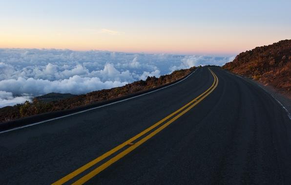 Картинка дорога, небо, облака, горы, скалы, разметка, горизонт