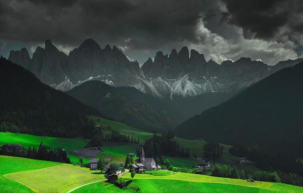 Картинка небо, облака, свет, горы, тучи, дома, долина, Альпы, Италия, церковь, часовня, Фунес, Santa Magdalena