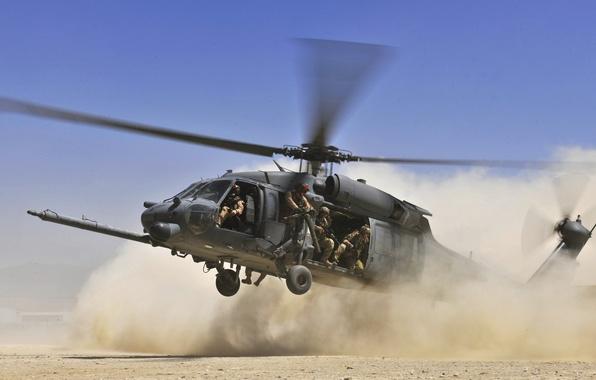 Картинка небо, пустыня, пыль, Вертолет, солдаты, посадка, лопасти, высадка, HH 60G Pave Hawk