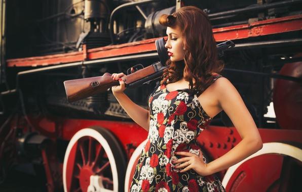 Картинка взгляд, девушка, стиль, ретро, оружие, фон, паровоз, современный, цель, girl, красивая, пин-ап, military, style, военный, …