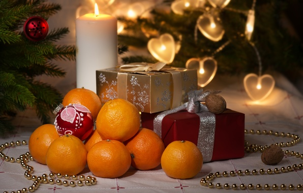 Картинка праздник, игрушки, свеча, ель, подарки, коробки, мандарины