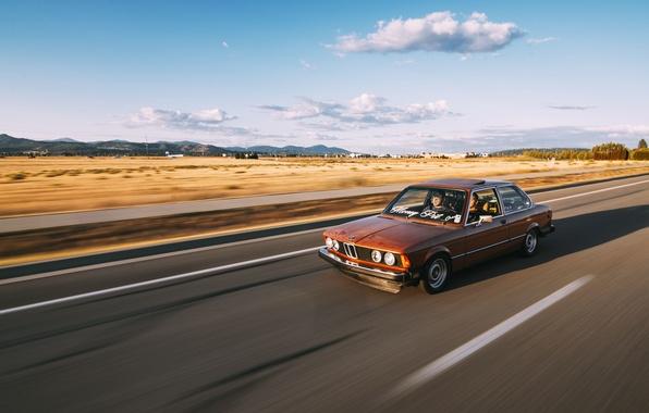 Картинка дорога, поле, небо, облака, фары, скорость, тень, BMW, горизонт, колеса, линии электропередачи, E21
