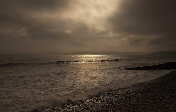 Картинка море, пляж, тучи, галька, просвет