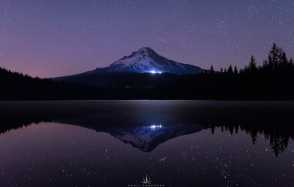 Картинка море, лес, вода, звезды, свет, снег, деревья, ночь, озеро, темнота, отражение, сияние, гора, ели, USA, …