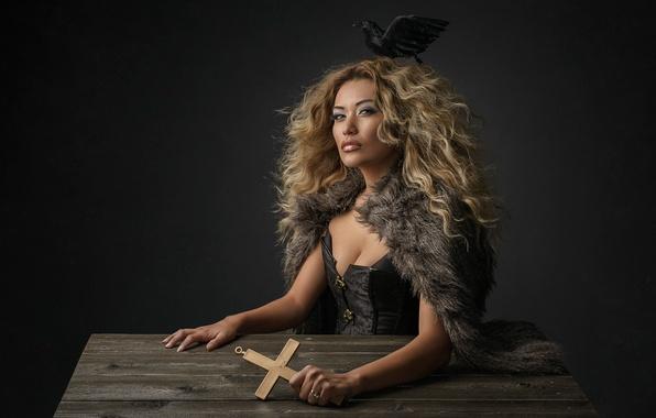 Картинка птица, портрет, крест, причёска, студия, Yolanda Damon Harris
