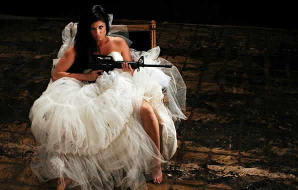 Картинка девушка, оружие, автомат, невеста