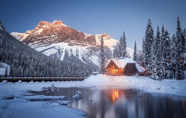 Картинка зима, снег, деревья, горы, озеро, Канада, домик, Canada, British Columbia, Британская Колумбия, Yoho National Park, …