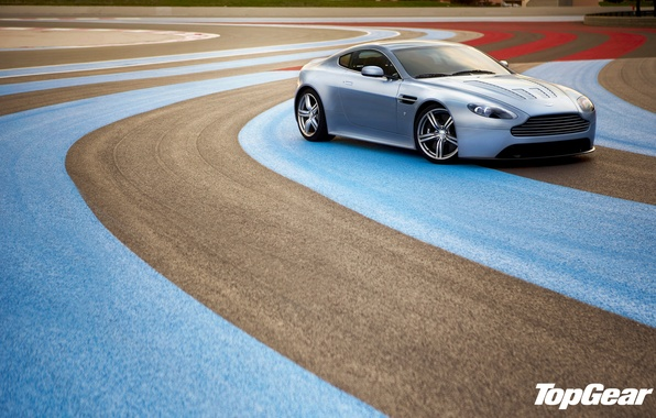 Картинка Aston Martin, Vantage, суперкар, гоночный трек, top gear, V12, передок, Астон Мартин, высшая передача, топ …