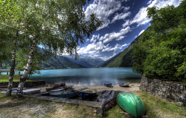 Картинка облака, деревья, горы, озеро, берег, лодки, Швейцария, hdr, Lake Poschiavo