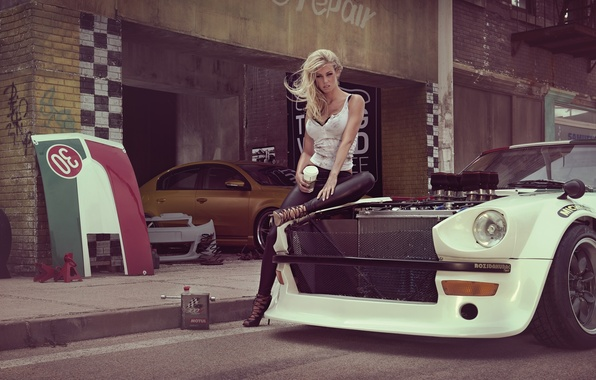 Картинка машина, девушка, секси, модель, гараж, блондинка, sexy, красотка, Datsun, Январь, Мисс Тюнинг 2014, Леони Хагмайер-Райингер, …