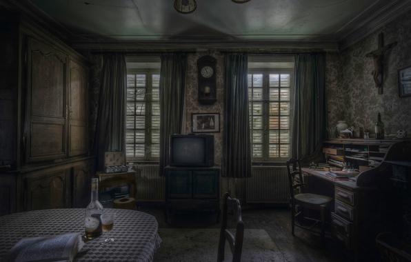 Картинка стол, комната, часы, стулья, телевизор