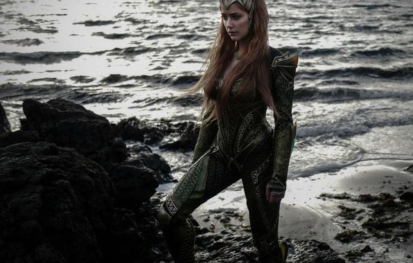 Картинка cinema, wallpaper, rock, beach, sea, crown, movie, Amber Heard, hero, queen, film, suit, princess, DC …