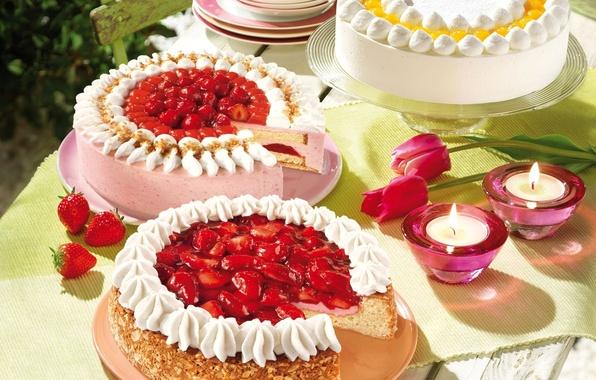 Картинка стол, праздник, свечи, сливки, клубника, тюльпаны, орехи, крем, торты, сервировка