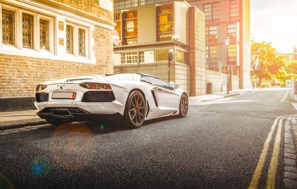 Картинка Lamborghini, City, White, Street, LP700-4, Aventador, Road, Supercar, Rear, Beam