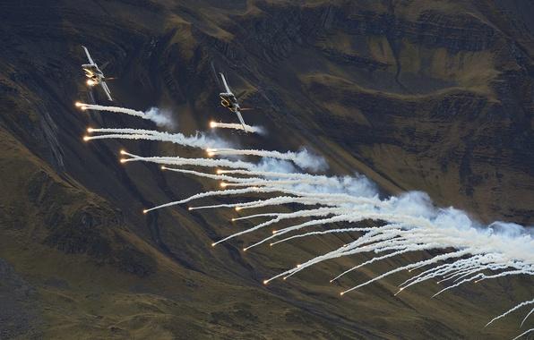 Картинка полет, горы, истребители, Hornet, CF-18