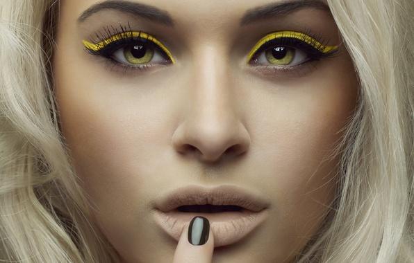Картинка взгляд, девушка, лицо, модель, желтые, блондинка, тени, зеленые глаза