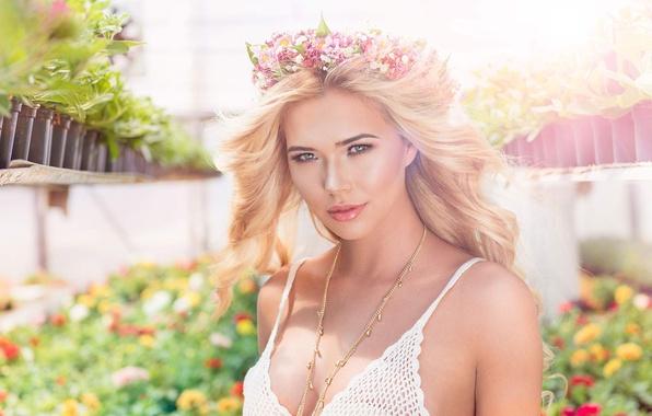 Картинка грудь, взгляд, девушка, цветы, модель, волосы, красивая, цветочки, Sandra Kubicka