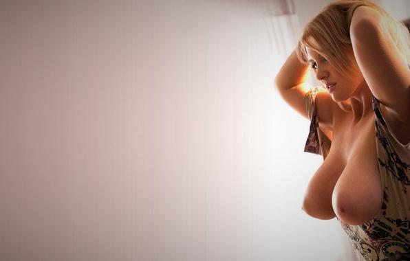 видео про очень красивые груди русских последней ступеньки лестницы
