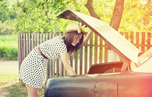 Картинка машина, листья, девушка, солнце, деревья, фон, дерево, widescreen, обои, настроения, листва, забор, шляпа, горошек, платье, …