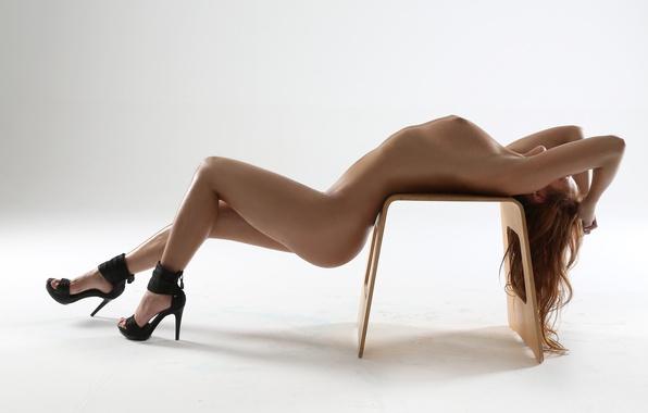 foto-krasivih-golih-devushek-na-kablukah-kolgotki-i-sperma