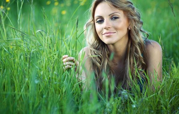 Секси девушки и трава