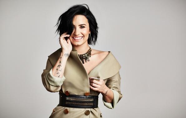 Картинка улыбка, фон, платье, брюнетка, прическа, фотограф, певица, Деми Ловато, Demi Lovato, Mike Rosenthal, American Way