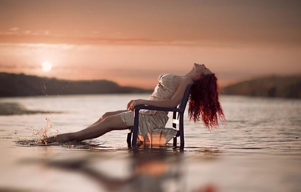 Фото обои стул, девушка, вода