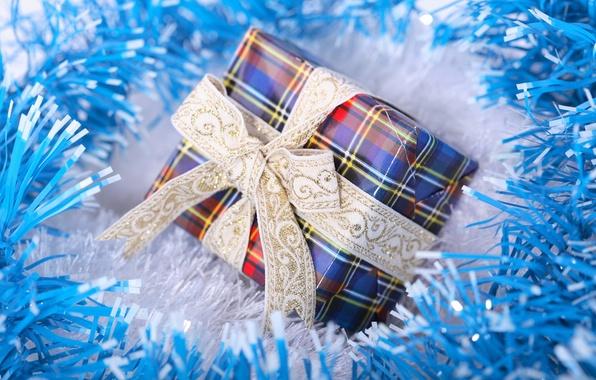 Картинка макро, праздник, коробка, подарок, новый год, лента, new year, мишура, бант, синяя, blue, голубая, упаковка, …