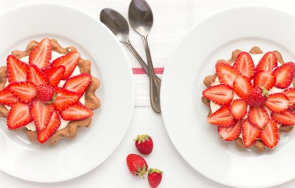 Картинка ягоды, клубника, тарелки, десерт, ложки