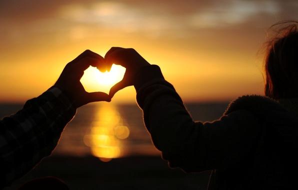 Картинка небо, девушка, солнце, любовь, закат, фон, обои, романтика, настроения, женщина, сердце, руки, wallpaper, мужчина, girl, …