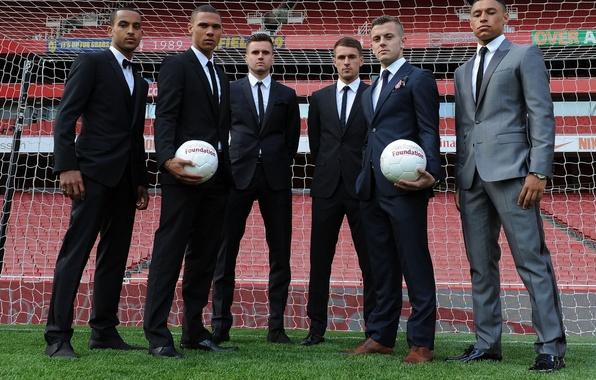 Картинка поле, фон, сетка, мячи, Арсенал, игроки, Arsenal, англичане, Football Club, The Gunners, Theo Walcott, Канониры, …