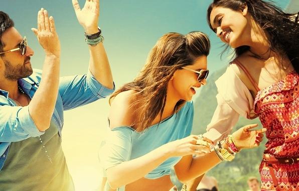 Картинка девушка, улыбка, фон, люди, обои, настроения, человек, очки, мужчина, парень, ярко, радость. счастье, веселье. смех, ...