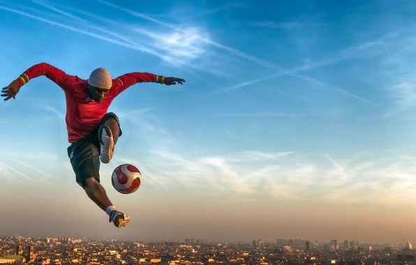 Картинка небо, Франция, Париж, мяч, панорама, Paris, футболист, France, Ия Траоре, Iya Traore, фристайлер