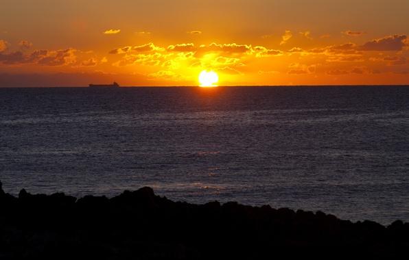 Картинка море, небо, солнце, облака, восход, берег, корабль, восточное побережье Италии