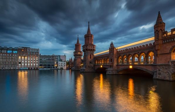 Картинка мост, река, здания, Германия, ночной город, Germany, Берлин, Berlin, мост Обербаумбрюкке, река Шпрее, River Spree, …