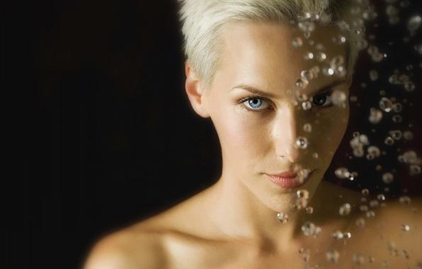 Картинка взгляд, девушка, капли, блондинка, голубые глаза, короткие волосы
