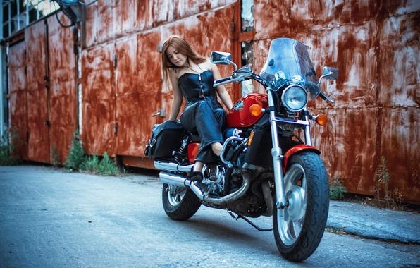 Картинка девушка, улица, мотоцикл