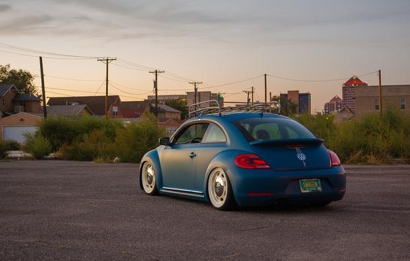 Картинка небо, улица, Volkswagen, сзади, линии электропередачи, New Beetle