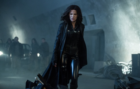 Картинка car, cinema, Kate Beckinsale, wallpaper, fire, flame, girl, Underworld, blue eyes, movie, vampire, brunette, hero, …