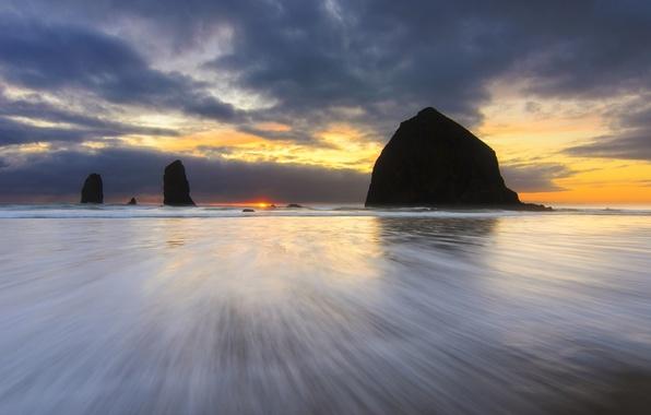 Картинка пляж, небо, солнце, закат, тучи, океан, скалы, берег, вечер, Орегон, США