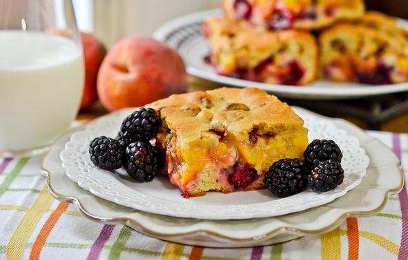 Картинка ягоды, молоко, пирог, тарелки, ежевика